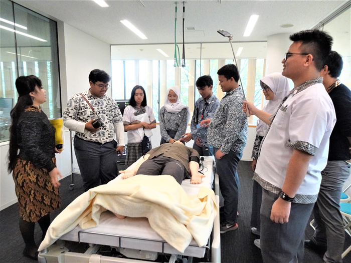 Campus tour of the School of Nursing